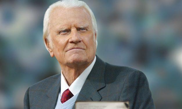 Billy Graham adresse un avertissement aux églises américaines : « Préparez-vous pour la persécution »